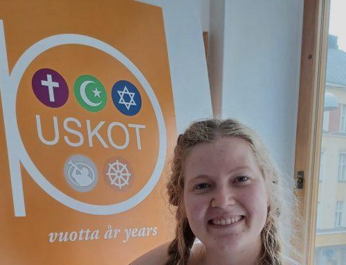 Korkeakouluharjoittelija Anne Heinola sai USKOTissa monipuolisen katsauksen järjestökentästä ja uskontojen yhteistyöstä